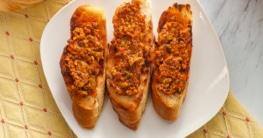 Crostini mit Olivenpaste